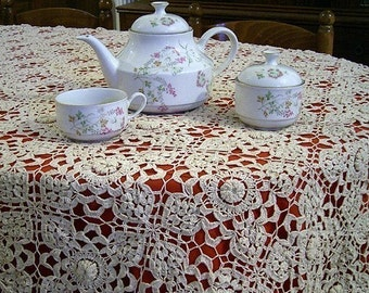 Irish Crochet Lace Tablecloth  pattern pdf