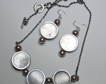 Set of Pearl Necklace and matching earrings #1101