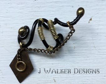 Black and Gold Earcuff