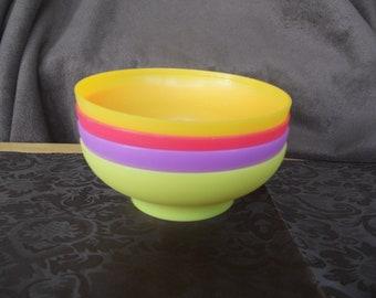 Vintage TUPPERWARE Bowls #890-14, 890-15, 890-17 Set of 4