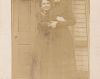 vintage photo 1919 Affectionate Women Hug ea Other from the Back Lesbian int