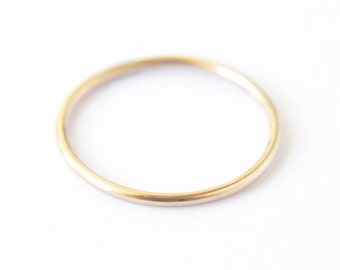 Gold filled thin stacking ring - round gold band - delicate gold ring - dainty simple ring - minimalist jewelry - plain band / Ina 1mm