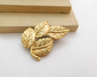 Vintage Yellow Gold Tone Leaf Cluster Brooch Pin O33