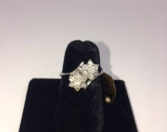 14k white gold and diamond flowers ring