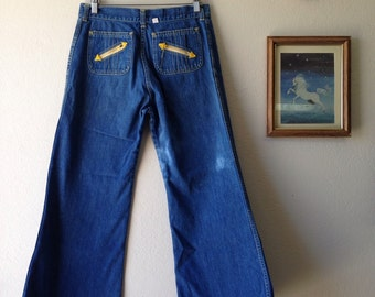 Vintage 70s Bellbottom Jeans \\ 80s Denim \\ Distressed Jeans \\ Boho Jeans \\ Boho Pants \\ Hippe Jeans \\ Highwaisted Jeans Made in USA