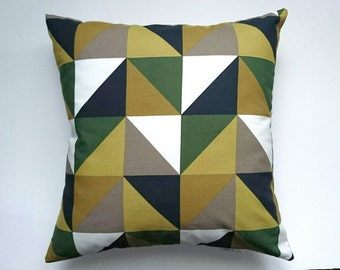 Cushion 40 x 40 patterned triangle geometric black/beige/khaki camouflage