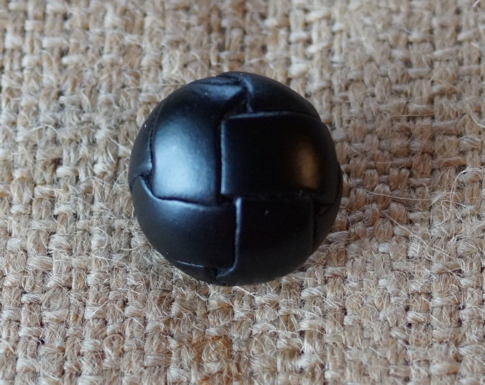 Leather Buttons round black or brown