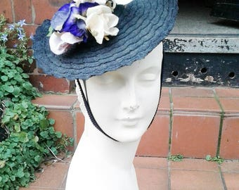 Stunning 1930s 40s navy blue straw tilt hat with pale pink roses decoration on top