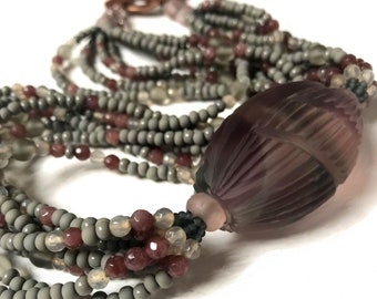 Multi-threaded necklace with Murano side pearl (Murano glass necklace)