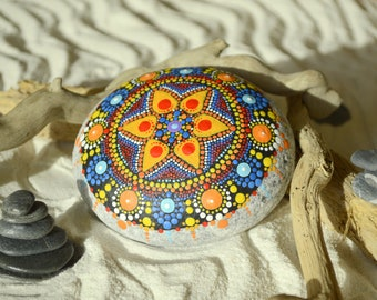 Mandala in hand painted stone, mandalas meditation, decoration, energy, lotus Flower, pointillism, art, paint stone relax, color therapy