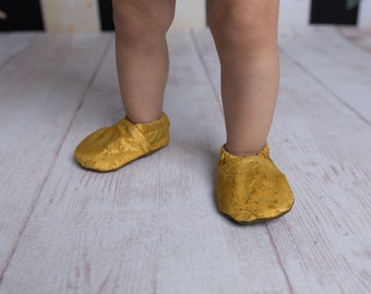 Metallic Gold Baby Shoes // Toddler Girl Shoes, Baby Slippers, Baby Shoes Girl, Newborn Moccasins, Elastic Baby Shoes, Fabric Baby Shoes
