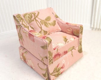 The little Occasional  Chair for the 1:12 scale Dollhouse