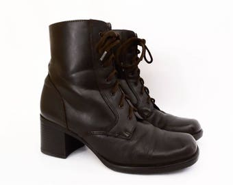 90's vintage lace-up ankle boots // brown leather by Sporto // chunky heels // women's size 7.5