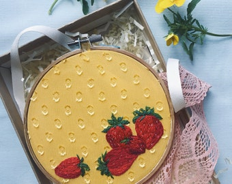 """Embroidery Hoop Art, """"Sunberries"""""""