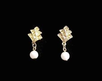 Vintage Gold Tone, Faux Pearl Dainty Dangle - Drop- Earrings. Wedding - Bridal - Formal - Bride - Classic Earrings. Stud Post Earrings.
