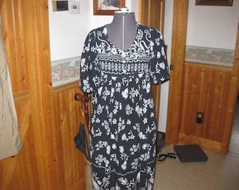 vtg Loungee Small black white cotton summer mumu floral duster dress vtg mumu free ship