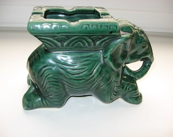 Vintage Green Pottery Elephant Planter/Ashtray/Figurine//Mid Century Pottery//Asian Inspired//Collectible Tobacciana//Collectible Planter