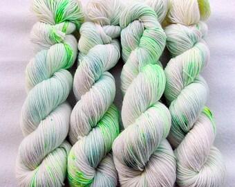 Handdyed SockYarn, 75 Wool, 25 Polyamid 100g 3.5 oz. Nr. 587