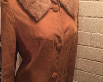 Knee-Length Suede Vintage Coat With Fur Collar Old Hollywood Glamour 1950s vintage Sz 4-6 3/4 Sleeves