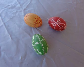 Eggs - Three waxed wooden eggs - Vintage - Carved designs on them