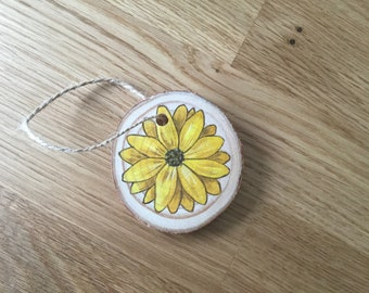 Daisy painted wood slice