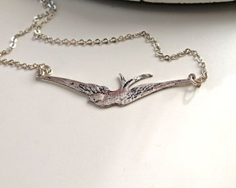 Pretty bird necklace silver toned dainty elegant