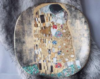 """Gustav Klimt """"Der Kuss"""" Porcelain Austrian Plate, Rare 1990 Plate, Number 7759 Limited, 22 x KT Gold Paint Plate, Home Decor Vintage Plate."""