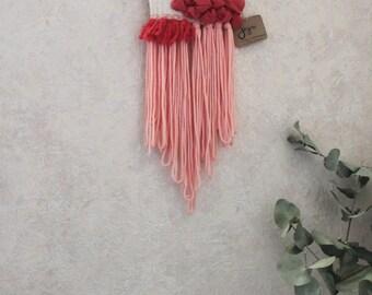 Tissage contemporain décoratif blanc ivoire et corail rose