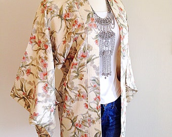 Beautiful Vintage Japanese Haori Kimono Jacket Boho Ethereal Floral Robe