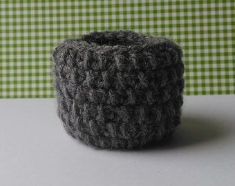 Crochet succulent planter , indoor pot , basket , small , yarn , white , grey