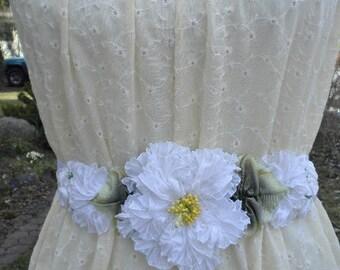 Blanc de mariée plissée ceinture ruban fleur bandeau
