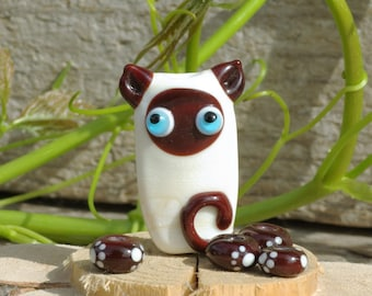 Lampwork cat bead glass cat focal, gift for cat lover, beige brown focal bead sra handmade siamese cat pendant jewelry supplies paw print