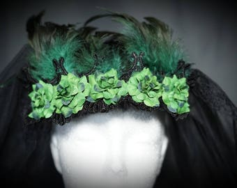 Gothic veil, 2 layered veil with green fabric roses and black feathers/big veil with roses and feathers