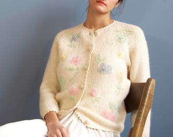 pearl wool cardigan with beads embroydery / party ivory sweater / baby pink green blue yellow floral embroidery / 70s 80s wool cardigan