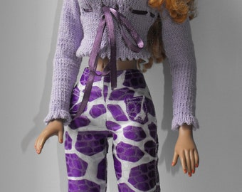 "American Model Tonner 22 ""-""Giraffe""print pants and sweater outfit"