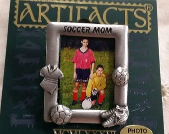 JJ Artifacts Pewter Soccer Mom Photo Frame Pin Brooch New on Card 1986 Jonette Jewelry