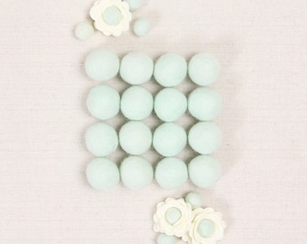 Felt Balls // Mint Green // Felt Pom, Felt Flower Supplies, Pom Pom Garland DIY, Mobile Crafts, Felt Beads, Green Pom Poms, Flower Center