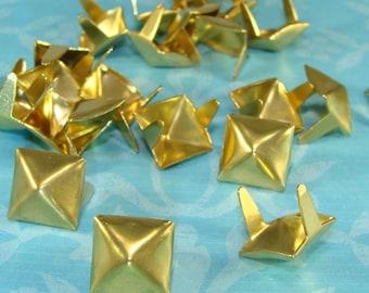 """45 pyramide goujons 3/8"""" en laiton doré (46811) métal USA fait diamant volets pointes décoration bricolage Rocker motard en vrac bijoux fournitures"""