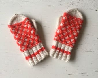 Vintage/childrens/mittens/boys/girls/red and white/gloves/winter/hygge