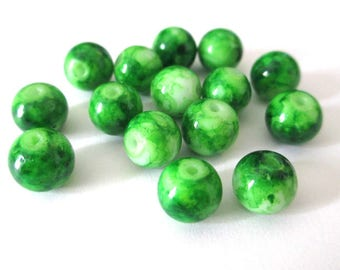 10 green beads speckled glass 8mm (B-09)