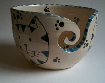 Blue cat yarn bowl, handmade pottery, yarn bowl, wool storage, ceramic yarn bowl, dancingharepottery, knitting and crochet, cats, yarn pot