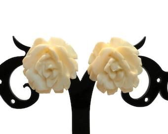 White Rose Earrings, Rose Clip Earrings, Carved Rose Earrings, Rose Earrings, Rose Jewelry, White Earring, White Jewelry, White Clip Earring