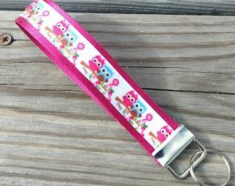 Pink Owl keychain, Owl key chain, Owl key fob, Owl bracelet keychain, Fabric key fob, Owl Keychain Wristlet, Gift under 10, Owl gift