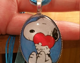 Peanuts - Snoopy  Charlie Brown  18 ribbon Glass  cabochon Necklace