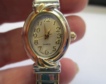 Vintage jewelry Ladies watch gold and silver tone stretch band used no markings good condition
