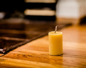 100% Beeswax Small Cylinder Candle