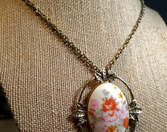 Vintage Floral Glass Cabochon Pendant Necklace