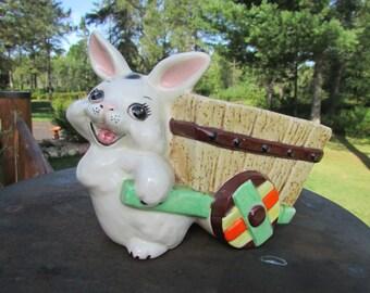 Vintage lapin de Pâques cadeau et panier jardinière