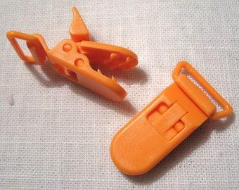 Clip, pacifier orange 42 x 20 mm