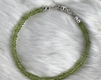 3mm Genuine Peridot and Karen Hill Tribe sterling silver bracelet with magnetic clasp